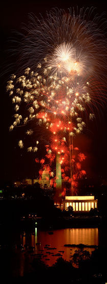 USA, Washington DC, Fireworks over Lincoln Memorial von Panoramic Images