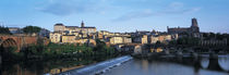 Arch bridge across a river, River Tarn, Albi, France von Panoramic Images