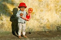Mädchen mit Puppe von captainsilva