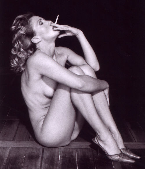 Smoking-donna-postcard