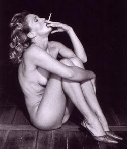 Smoking-donna-postcard