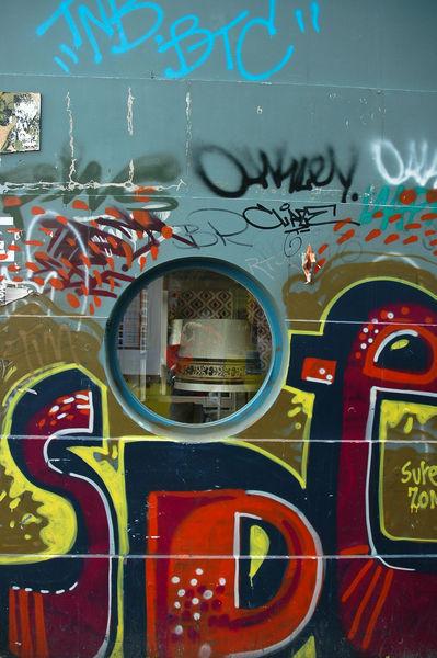 Bremen-guckloch-mit-graffiti