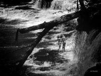 2011-07-27-163626bw-below-the-falls