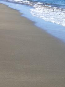 Strandspaziergang I walk on the beach von Kerstin Sandstede