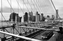 Brooklyn Bridge Fahrbahn und Skyline von buellom