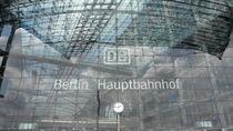 BERLIN - HAUPTBAHNHOF - PORTAL  by tcl