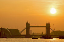 Thames Sunset by Philip Cozzolino