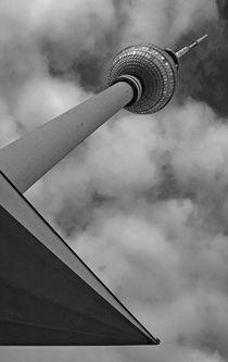 Fernsehturm im rechten Winkel by Peggy Graßler