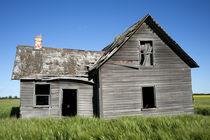 Old Grey Farm House by Leslie Philipp