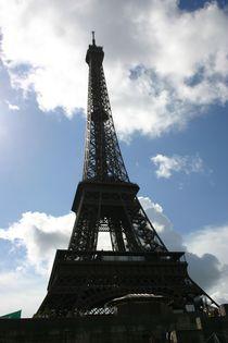 Paris Eifelturm mit Wolken by artposter