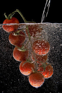 Tomatoes under water von Boris Frantz
