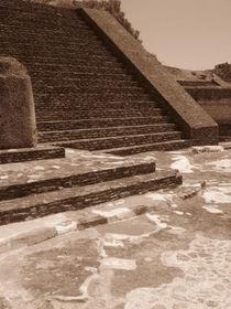 Piramid by Ana Cristina Valencia