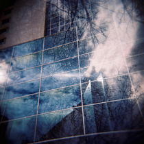 Reflection in a building by Fernando Cesar