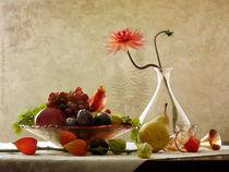 Obstschale mit Dahlie und Lampionblume von Franziska Rullert