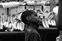 Child at Marketplace in Boston, 2010. von Maria Luros