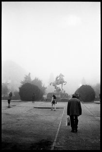 Statue in the morning fog. Madrid, 2011 von Maria Luros