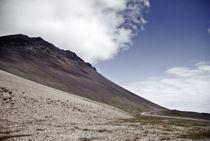 Icelandic Mountain and winding road von Craig Thomas