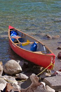Red Canoe von Louise Heusinkveld