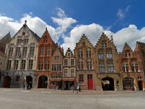Town Houses on a Square in Brugge, Belgium von Louise Heusinkveld