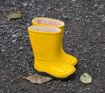 Yellow wellies.  von Louise Heusinkveld
