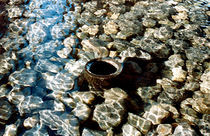 Era una piedra en el agua, seca por dentro. by Cindel Oh