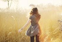 girl dancing in the sun von Sanja Marusic