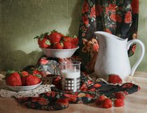 Strawberry with milk von Inna Merkish