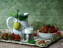 Strawberry with milk von Inna Merkish