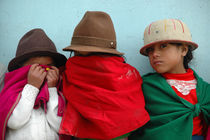 Shy girls in Ecuador by Dieter Decuypere