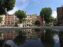 A mirror in the Ghetto sqaure - Venice von Lorenzo Parma