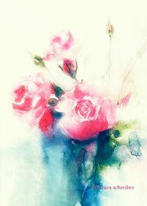 rosa rosen in blauer vase von barbara schreiber