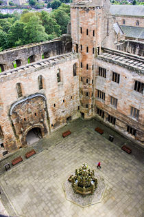 Linlithgow Palace Courtyard von Buster Brown Photography