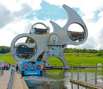 The Falkirk Wheel mid turn von Buster Brown Photography