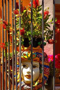 Behind Bars von JACINTO TEE