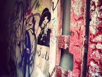 Graffitied Gateway von Em Davidson