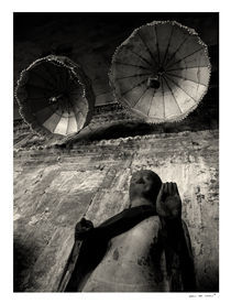 Statue at Angkor Wat von Eric deVries