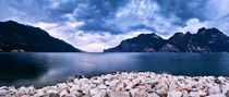 Italien / Italy 18 - Panorama vom Gardasee im Morgen / Early pano shot lake garda by Johannes Ehrhardt