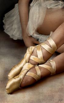 Ballerina resting by Alfredo  Saavedra