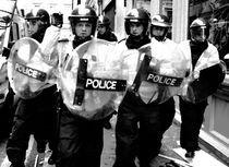 Police! Back OFF! von Alan Taylor-Shearer