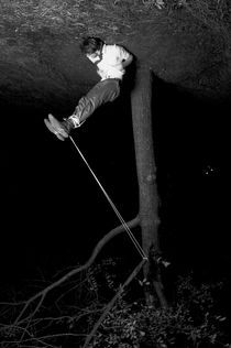 Hanging in there. von Drew Anderson