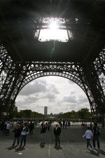 Eiffelturm verdeckt die Sonne von Emanuel Lonz