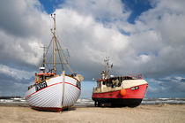 Fishing Boats on the Beach von Jan Lykke