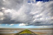 Buhne unter Wolkenhimmel auf Norderney von Thomas Schaefer