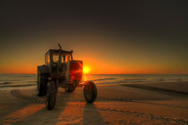 Traktor sunrise by photoart-hartmann