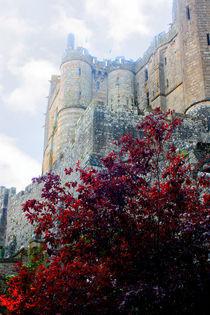 Klostermauern des Mont Saint Michel bei Nebel by Mellieha Zacharias