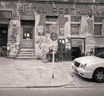 Kreutzbberg Street Scene: Berlin von Ron Greer