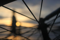 Sunset-thru-spokes-of-bicylcle
