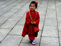 Girl in Shinto dress von Andrea Liuzza
