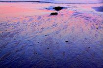 colour in sandy beach von MAJA PEGAN