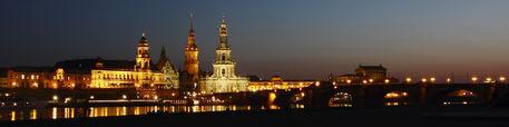 Dresdner-altstadt-abends-im-april